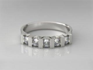Anillo en Oro blanco 18K con 5 Diamantes (total 0.3q.)